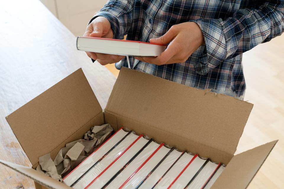 Jak wydać własną książkę? Sprawdź, co musisz wiedzieć przed publikacją.