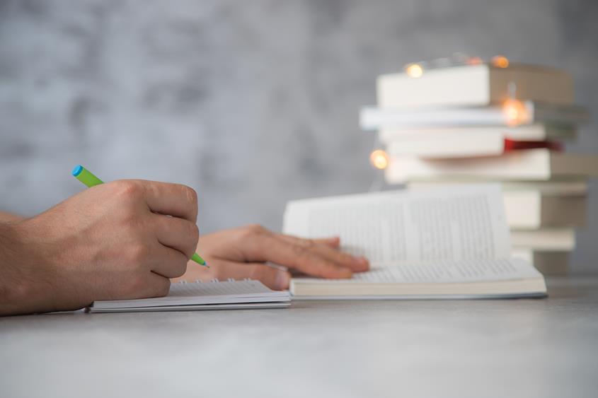 Zapisywanie notatek z książki.